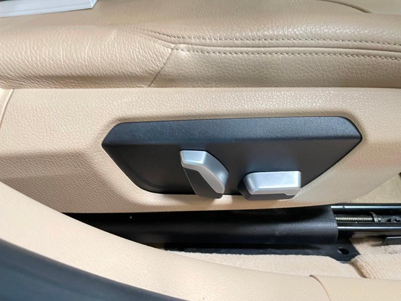 Photo 7 de l'offre de BMW Serie 3 330eA 252ch Luxury à 28900€ chez Dugast automobiles