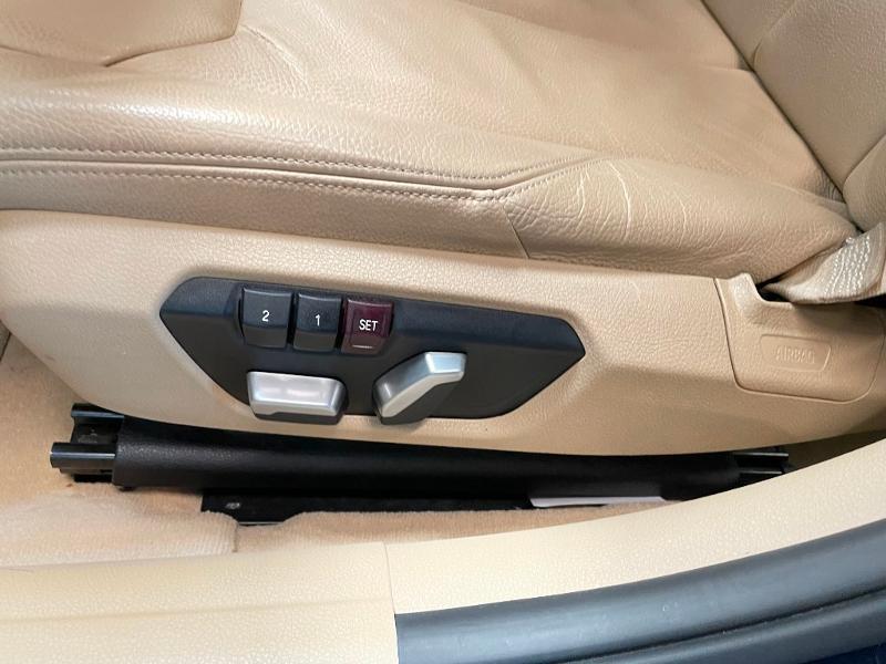 Photo 16 de l'offre de BMW Serie 3 330eA 252ch Luxury à 28900€ chez Dugast automobiles