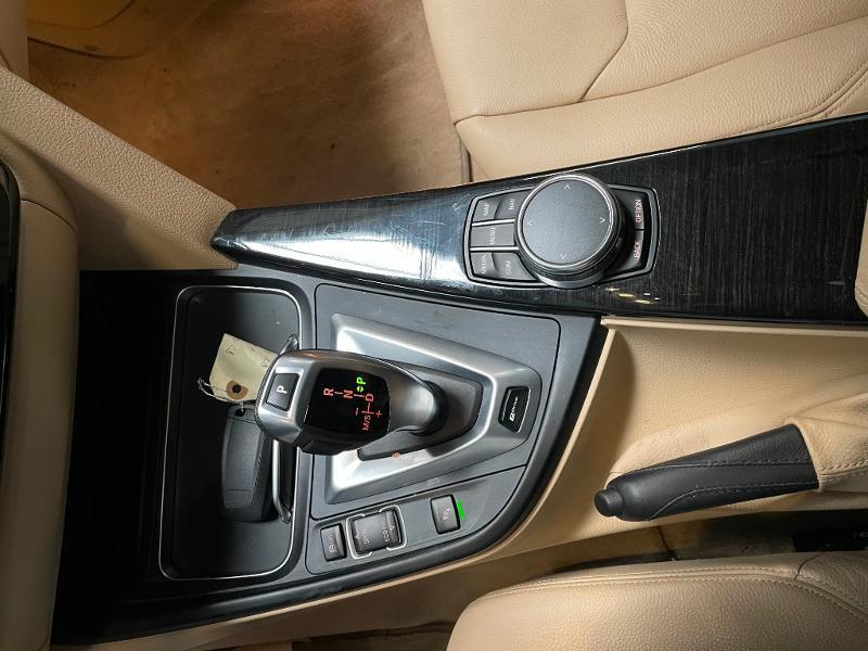 Photo 22 de l'offre de BMW Serie 3 330eA 252ch Luxury à 28900€ chez Dugast automobiles