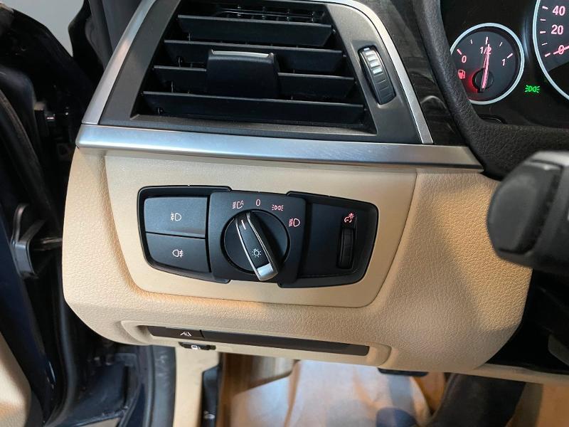 Photo 18 de l'offre de BMW Serie 3 330eA 252ch Luxury à 28900€ chez Dugast automobiles