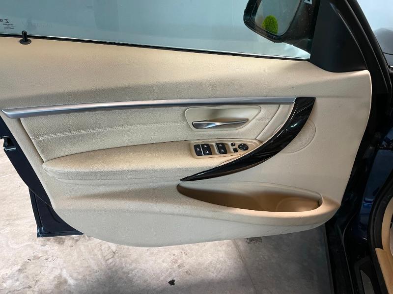Photo 17 de l'offre de BMW Serie 3 330eA 252ch Luxury à 28900€ chez Dugast automobiles