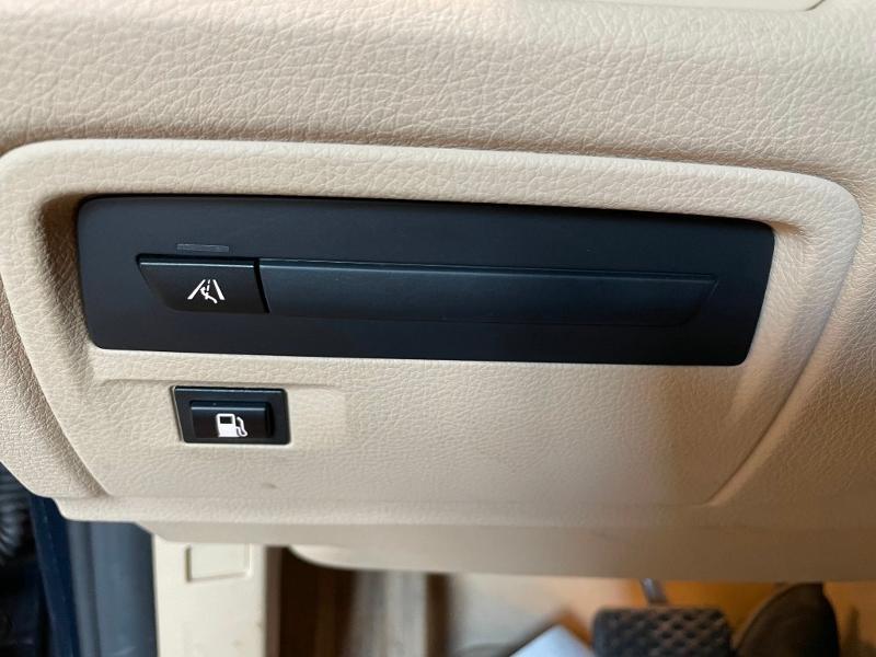 Photo 23 de l'offre de BMW Serie 3 330eA 252ch Luxury à 28900€ chez Dugast automobiles