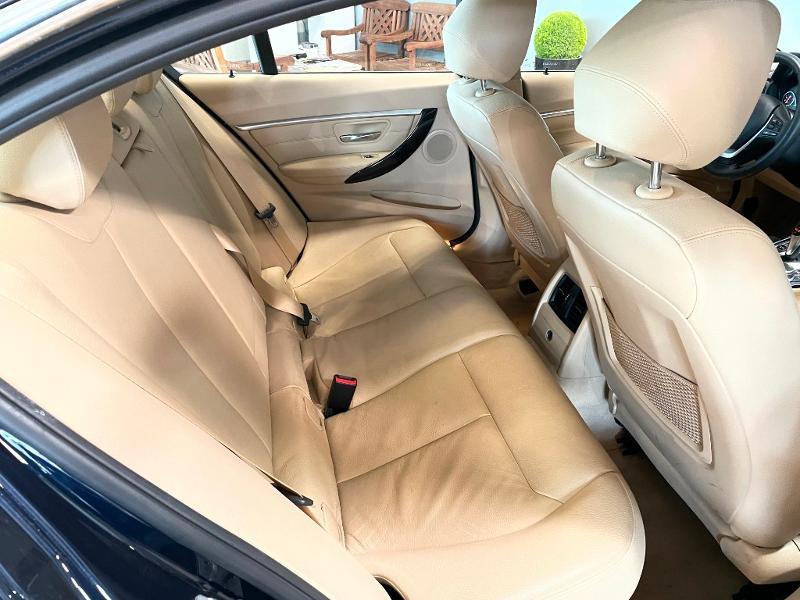 Photo 9 de l'offre de BMW Serie 3 330eA 252ch Luxury à 28900€ chez Dugast automobiles