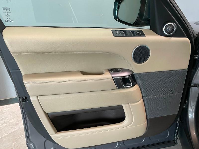 Photo 21 de l'offre de LAND-ROVER Range Rover Sport 3.0 TDV6 258 HSE Dynamic Mark IV à 35900€ chez Dugast automobiles