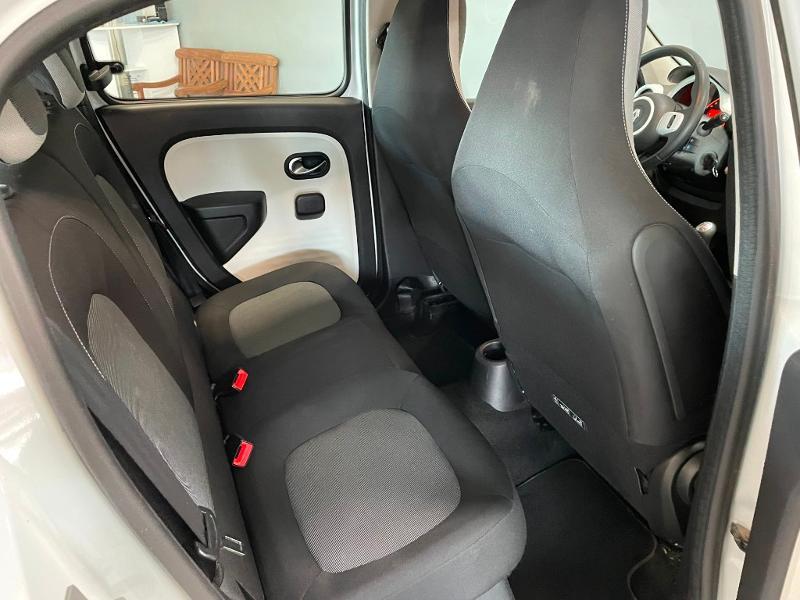 Photo 8 de l'offre de RENAULT Twingo 1.0 SCe 70ch Zen Euro6 à 6900€ chez Dugast automobiles