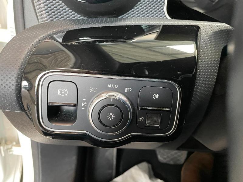 Photo 15 de l'offre de MERCEDES-BENZ Classe A 180 d 116ch Progressive Line 7G-DCT à 24900€ chez Dugast automobiles
