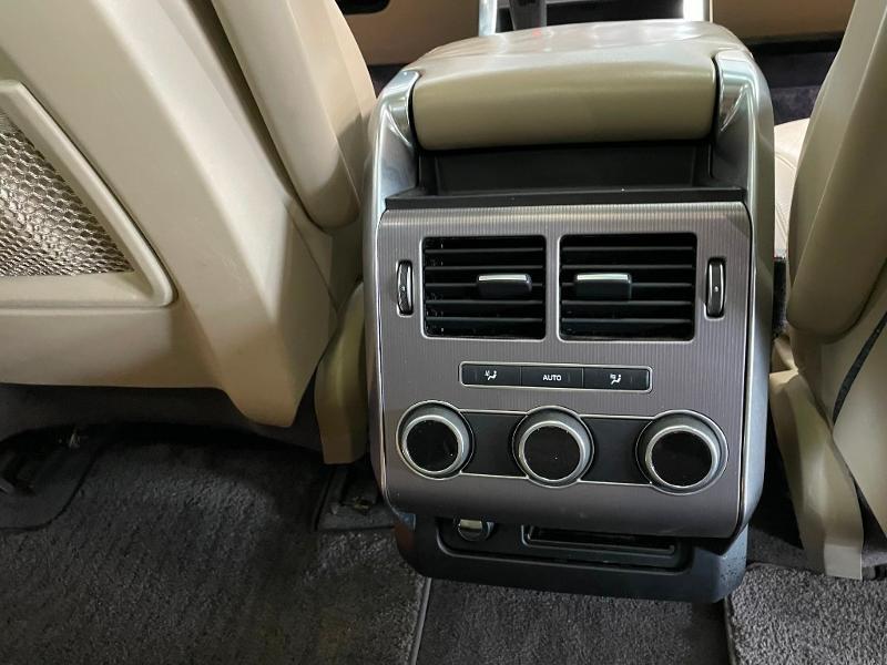 Photo 10 de l'offre de LAND-ROVER Range Rover Sport 3.0 TDV6 258 HSE Dynamic Mark IV à 35900€ chez Dugast automobiles