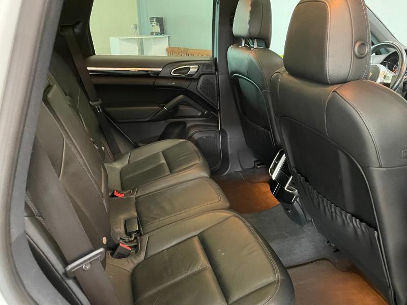 Photo 9 de l'offre de PORSCHE Cayenne Diesel Platinum Edition à 32900€ chez Dugast automobiles