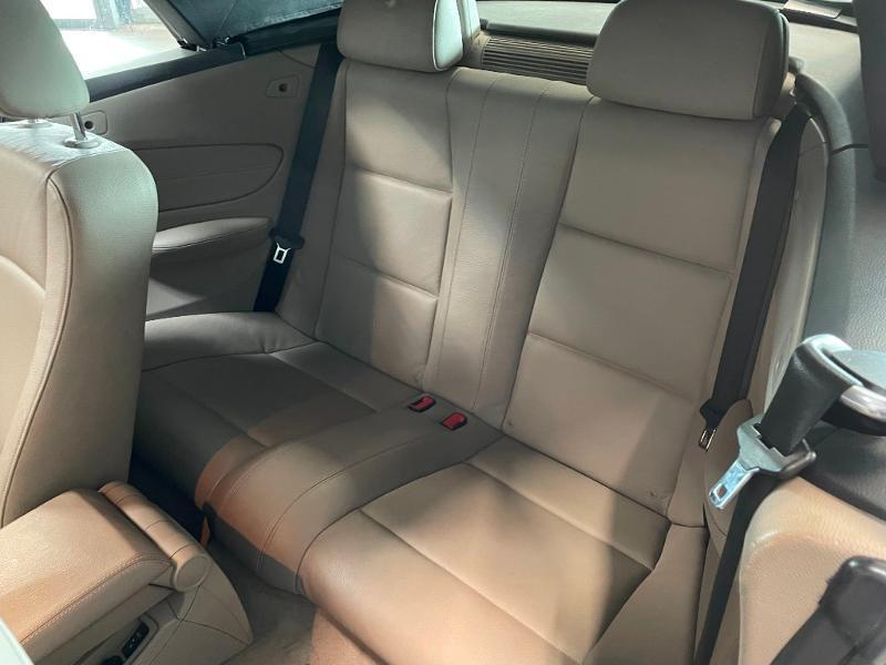 Photo 12 de l'offre de BMW Serie 1 Cabriolet 120dA 177ch Luxe à 11900€ chez Dugast automobiles