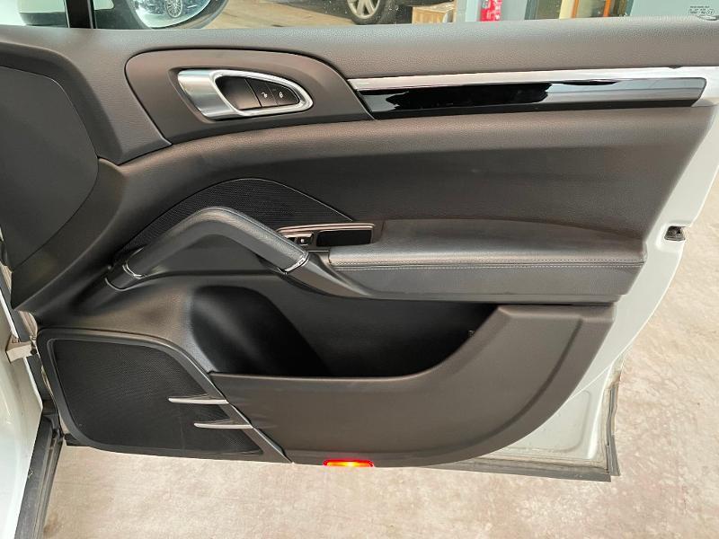 Photo 8 de l'offre de PORSCHE Cayenne Diesel Platinum Edition à 32900€ chez Dugast automobiles