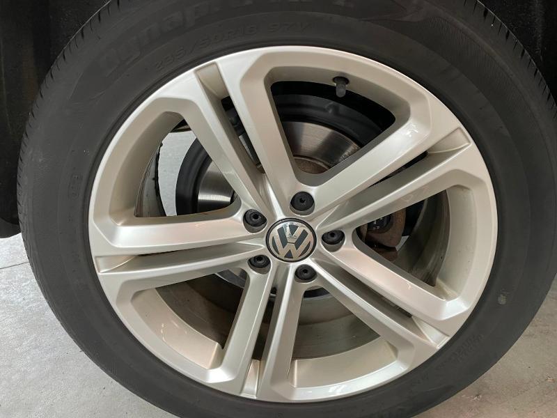 Photo 10 de l'offre de VOLKSWAGEN Tiguan 2.0 TDI 177ch BlueMotion Technology FAP R Exclusive 4Motion DSG7 à 16900€ chez Dugast automobiles