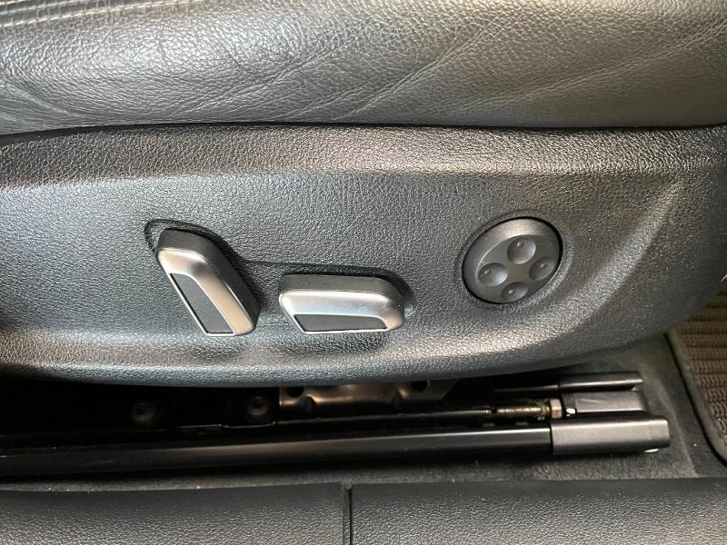 Photo 8 de l'offre de AUDI A6 Allroad 3.0 V6 BiTDI 320ch Avus quattro Tiptronic à 35900€ chez Dugast automobiles