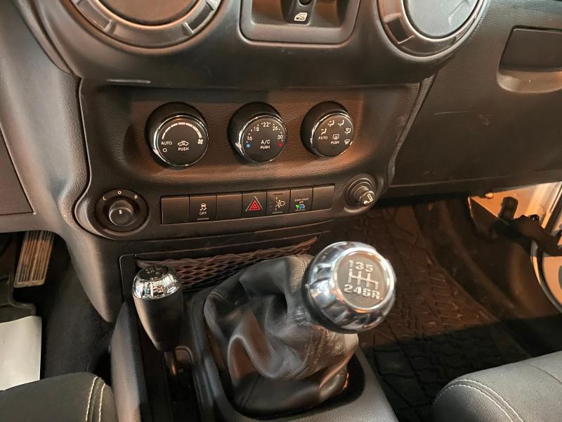 Photo 18 de l'offre de JEEP Wrangler 2.8 CRD 200 FAP Unlimited Sahara à 31900€ chez Dugast automobiles
