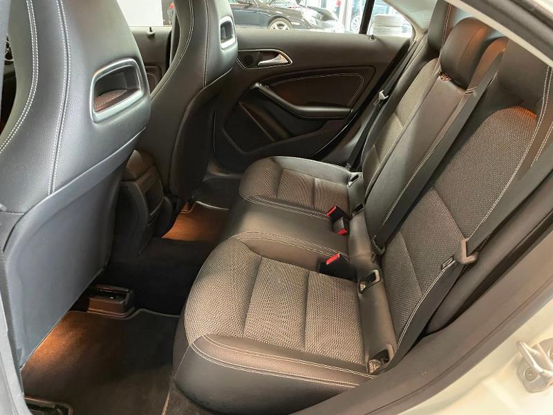 Photo 12 de l'offre de MERCEDES-BENZ CLA 180 Inspiration à 17900€ chez Dugast automobiles