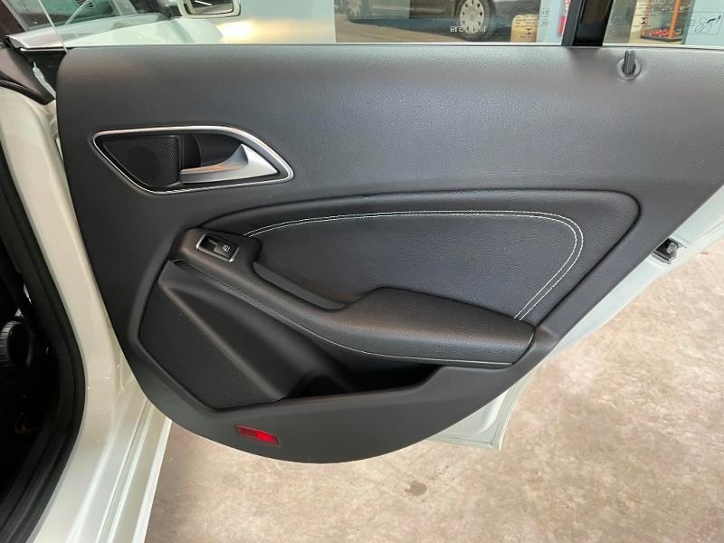 Photo 9 de l'offre de MERCEDES-BENZ CLA 180 Inspiration à 17900€ chez Dugast automobiles
