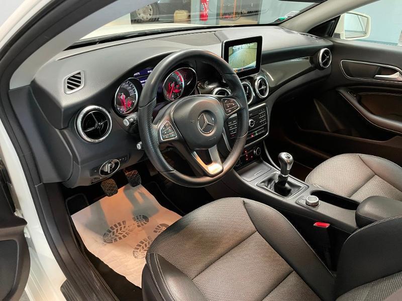 Photo 13 de l'offre de MERCEDES-BENZ CLA 180 Inspiration à 17900€ chez Dugast automobiles
