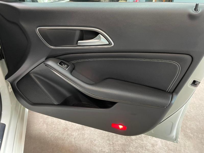 Photo 7 de l'offre de MERCEDES-BENZ CLA 180 Inspiration à 17900€ chez Dugast automobiles