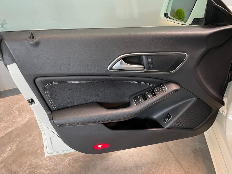Photo 14 de l'offre de MERCEDES-BENZ CLA 180 Inspiration à 17900€ chez Dugast automobiles