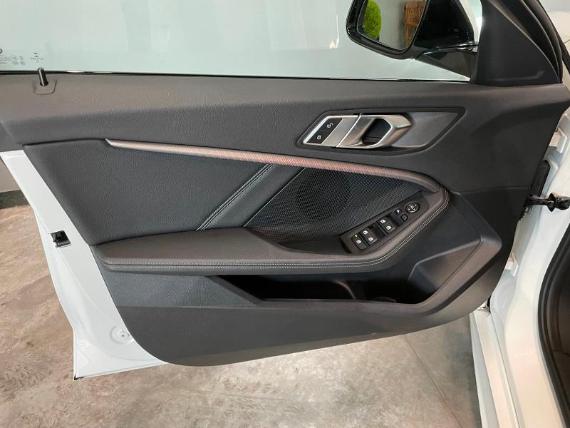 Photo 14 de l'offre de BMW Serie 1 118dA 150ch M Sport 8cv à 34900€ chez Dugast automobiles