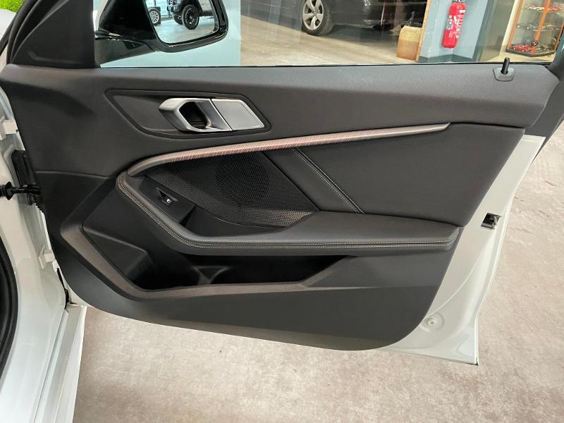 Photo 7 de l'offre de BMW Serie 1 118dA 150ch M Sport 8cv à 34900€ chez Dugast automobiles