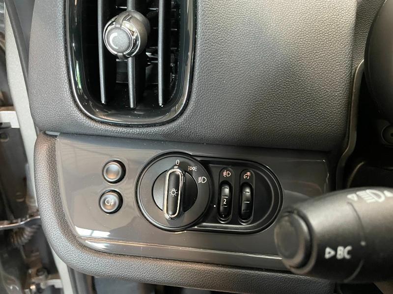 Photo 15 de l'offre de MINI Countryman Cooper D 150ch Business à 17900€ chez Dugast automobiles
