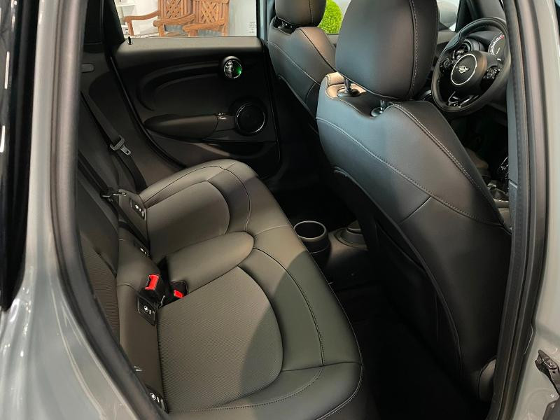 Photo 8 de l'offre de MINI Mini 5 Portes Cooper 136ch Chili à 27900€ chez Dugast automobiles