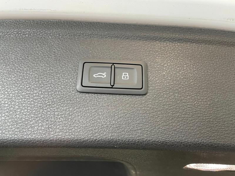 Photo 14 de l'offre de AUDI Q5 2.0 TDI 163ch Business Executive quattro S tronic 7 à 33900€ chez Dugast automobiles