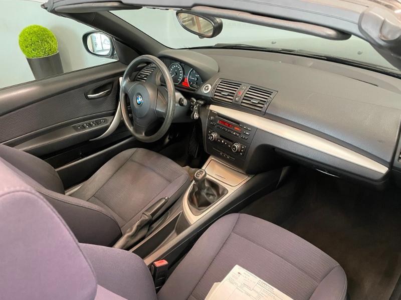 Photo 6 de l'offre de BMW Serie 1 Cabriolet 118d 143ch Confort à 11900€ chez Dugast automobiles