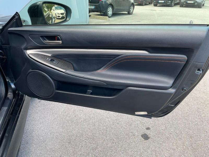 Photo 8 de l'offre de LEXUS RC 300h F SPORT Executive Black Edition à 36900€ chez Dugast automobiles