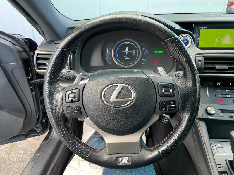 Photo 14 de l'offre de LEXUS RC 300h F SPORT Executive Black Edition à 36900€ chez Dugast automobiles
