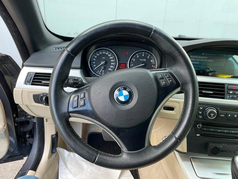 Photo 17 de l'offre de BMW Serie 3 Cabriolet 325iA 218ch Luxe à 18900€ chez Dugast automobiles