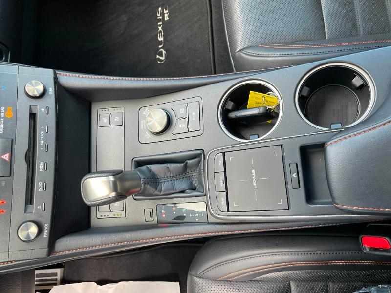 Photo 17 de l'offre de LEXUS RC 300h F SPORT Executive Black Edition à 36900€ chez Dugast automobiles