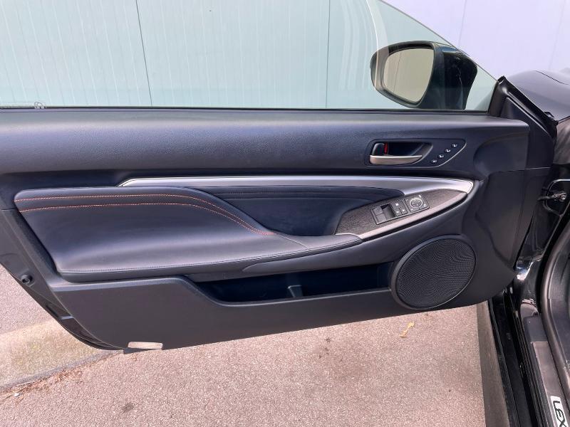 Photo 13 de l'offre de LEXUS RC 300h F SPORT Executive Black Edition à 36900€ chez Dugast automobiles