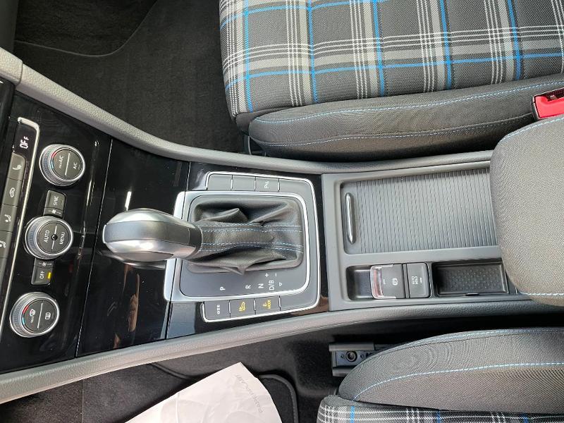 Photo 19 de l'offre de VOLKSWAGEN Golf 1.4 TSI 204ch Hybride Rechargeable GTE DSG6 Euro6d-T 5p à 28900€ chez Dugast automobiles