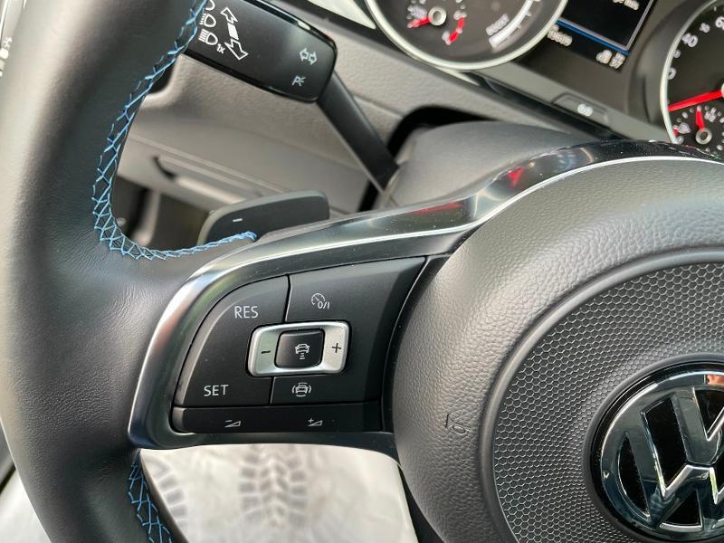 Photo 16 de l'offre de VOLKSWAGEN Golf 1.4 TSI 204ch Hybride Rechargeable GTE DSG6 Euro6d-T 5p à 28900€ chez Dugast automobiles