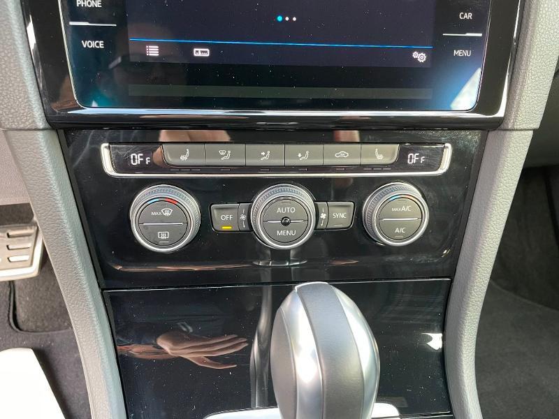 Photo 18 de l'offre de VOLKSWAGEN Golf 1.4 TSI 204ch Hybride Rechargeable GTE DSG6 Euro6d-T 5p à 28900€ chez Dugast automobiles
