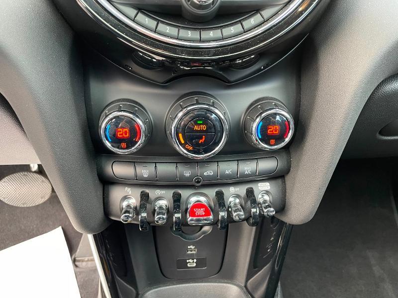 Photo 18 de l'offre de MINI Mini 5 Portes Cooper 136ch Edition Greenwich BVA7 à 27900€ chez Dugast automobiles