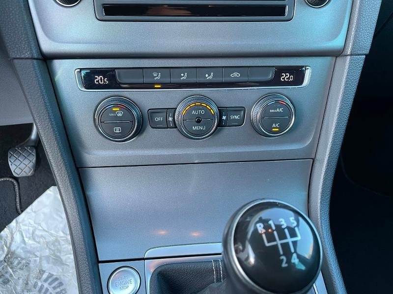 Photo 18 de l'offre de VOLKSWAGEN Golf 1.6 TDI 105ch BlueMotion Technology FAP Lounge 5p à 13900€ chez Dugast automobiles