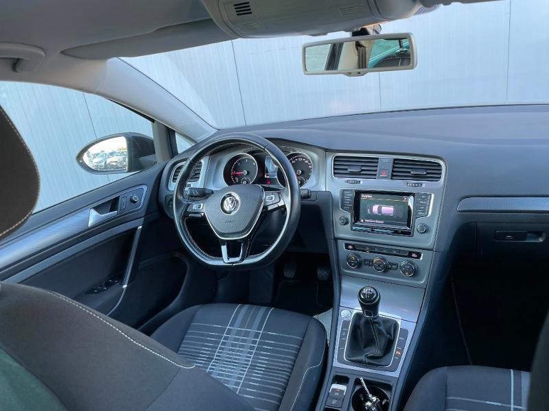Photo 9 de l'offre de VOLKSWAGEN Golf 1.6 TDI 105ch BlueMotion Technology FAP Lounge 5p à 13900€ chez Dugast automobiles