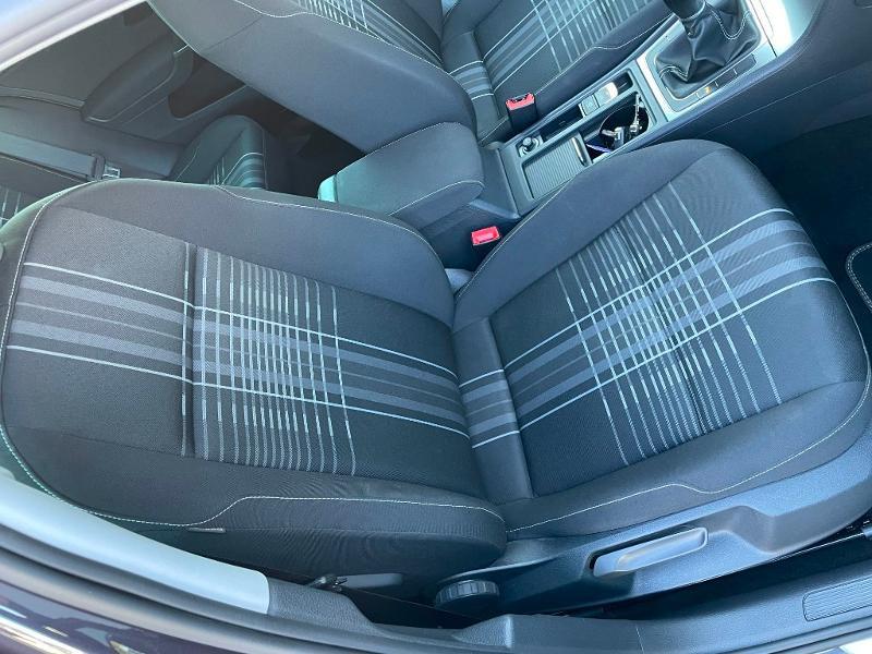 Photo 6 de l'offre de VOLKSWAGEN Golf 1.6 TDI 105ch BlueMotion Technology FAP Lounge 5p à 13900€ chez Dugast automobiles