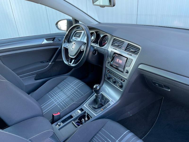 Photo 5 de l'offre de VOLKSWAGEN Golf 1.6 TDI 105ch BlueMotion Technology FAP Lounge 5p à 13900€ chez Dugast automobiles