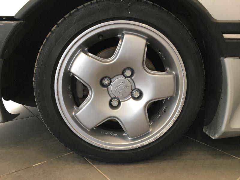 Photo 9 de l'offre de PEUGEOT 405 2.0 MI 16 4P à 10990€ chez Auto VEC