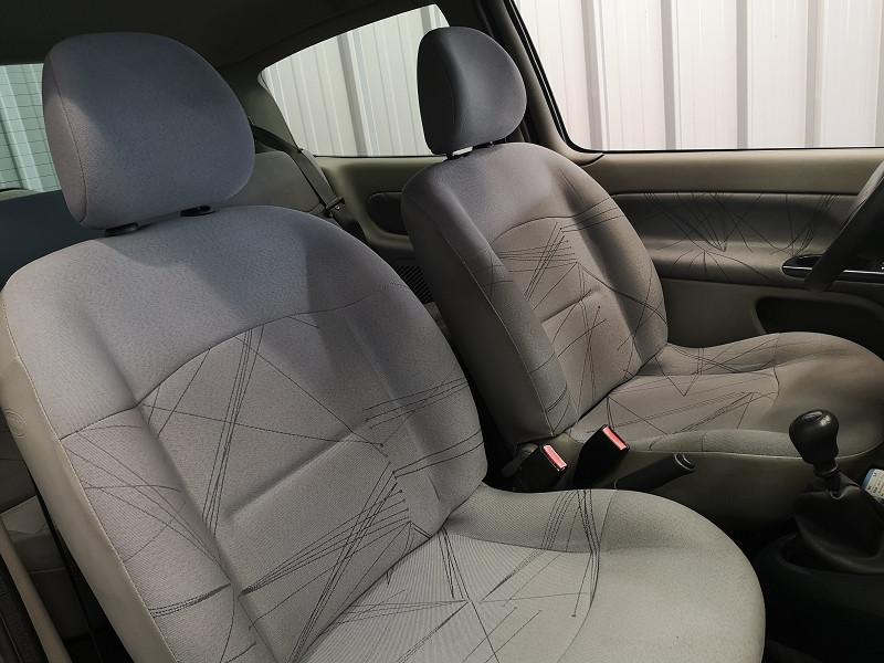 Photo 11 de l'offre de RENAULT CLIO II 1.2 (1149) 58CH EXPRESSION 3P à 2490€ chez Auto VEC