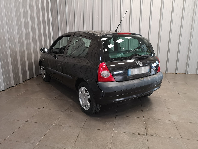 Photo 6 de l'offre de RENAULT CLIO II 1.2 (1149) 58CH EXPRESSION 3P à 2490€ chez Auto VEC
