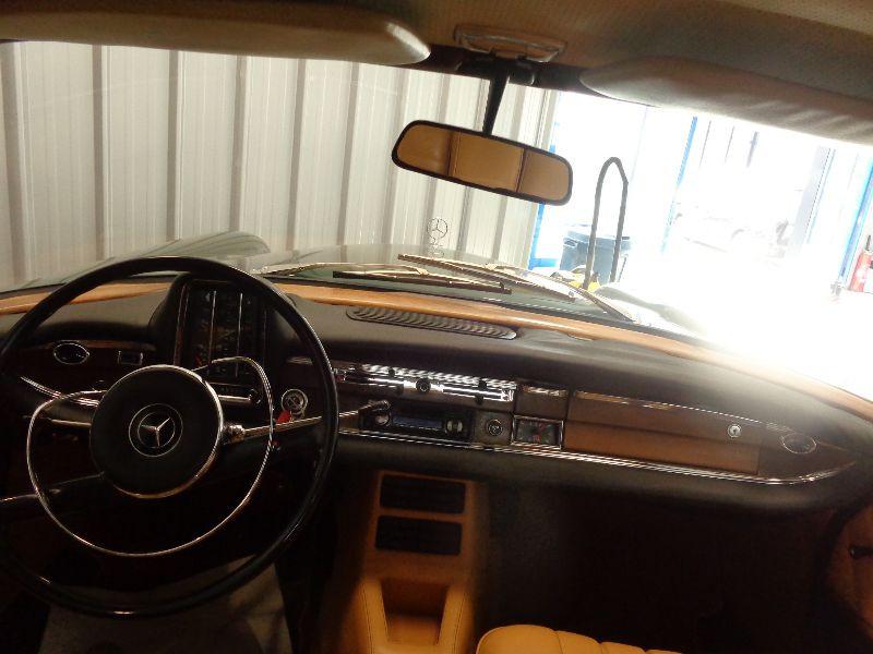 Photo 14 de l'offre de MERCEDES 220 SE à 22990€ chez Auto VEC