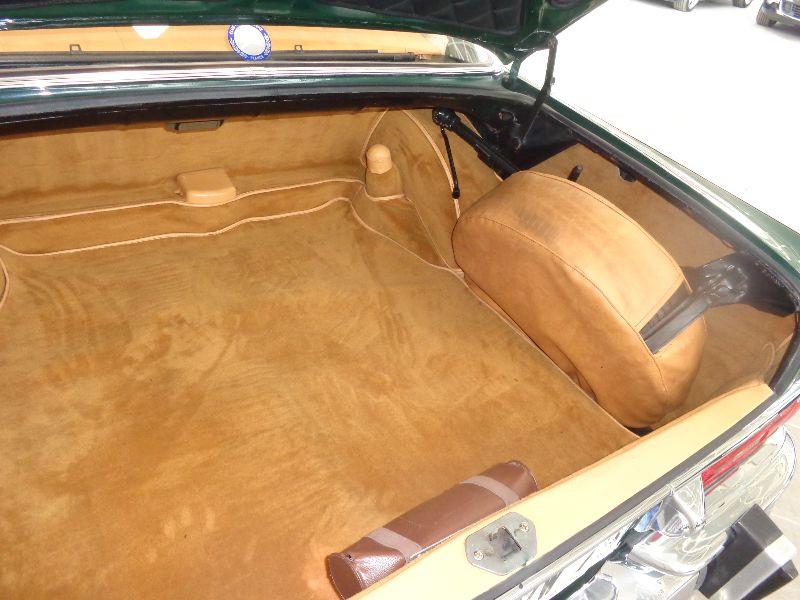 Photo 10 de l'offre de MERCEDES 220 SE à 22990€ chez Auto VEC