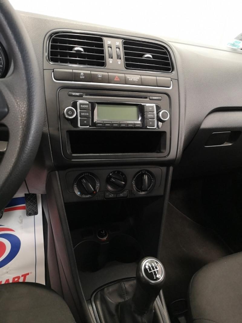 Photo 10 de l'offre de VOLKSWAGEN POLO 1.6 TDI 90CH FAP TRENDLINE 3P à 5990€ chez Auto VEC