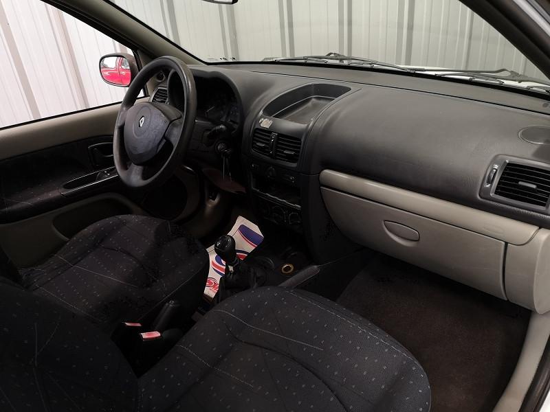 Photo 8 de l'offre de RENAULT CLIO II 1.5 DCI 65CH AUTHENTIQUE 5P à 2490€ chez Auto VEC