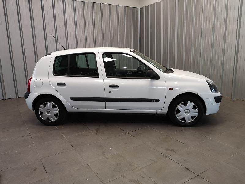 Photo 4 de l'offre de RENAULT CLIO II 1.5 DCI 65CH AUTHENTIQUE 5P à 2490€ chez Auto VEC