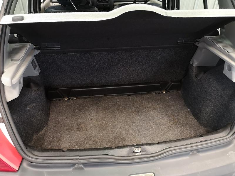 Photo 12 de l'offre de RENAULT CLIO II CAMPUS 1.2 60CH AUTHENTIQUE 5P à 3990€ chez Auto VEC